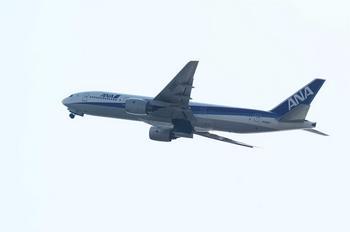 B777 羽田 離陸中 JA8967